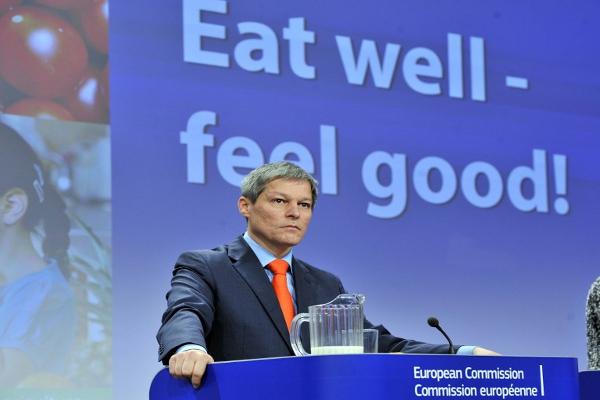 Foto: AFP / Georges Gobet (Europski izaslanik za poljoprivredu i ruralni razvoj Dacian Ciolos)