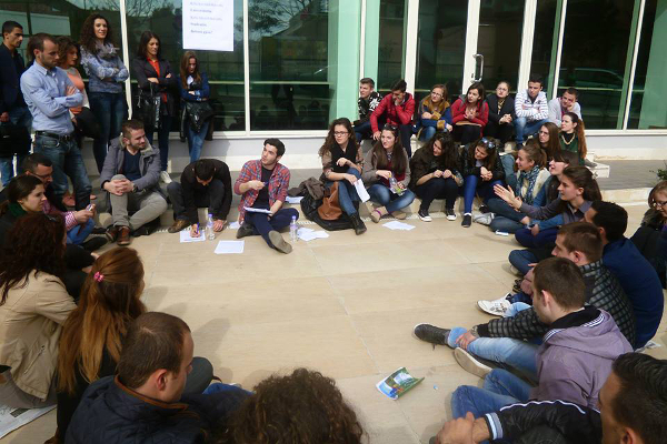 Foto: AQ / Studentski sastanak u Tirani