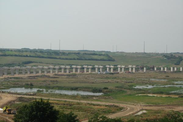 Foto: Wikipedia / Gradilište vijadukta koje je Bechtel napustio