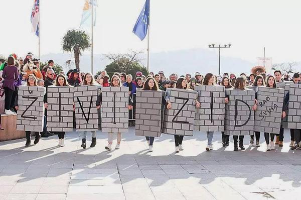 Živi zid – mogućnosti i ograničenja političke alternative