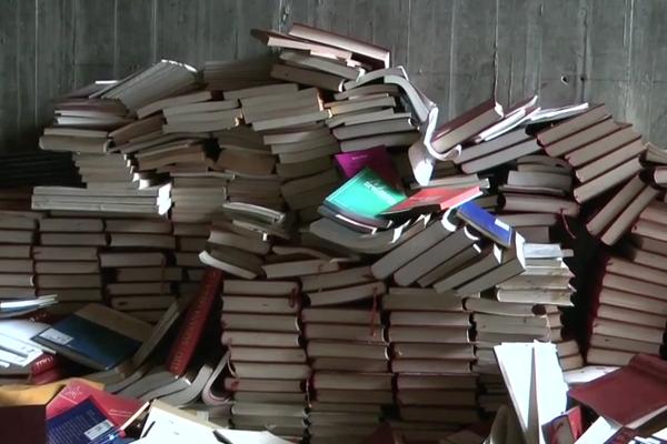 """Sjećanje na """"otpis"""": uništavanje knjiga devedesetih"""