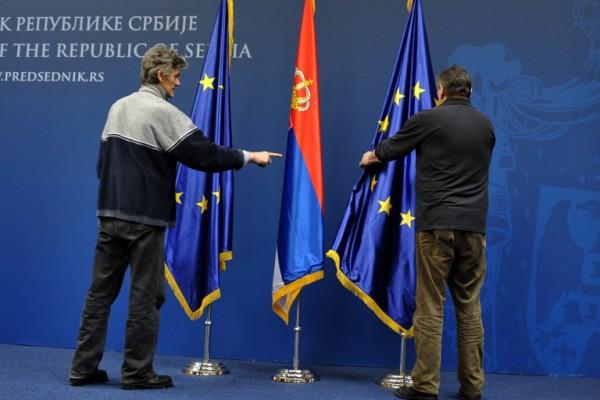 Srpski lažni izbor: EU ili Rusija