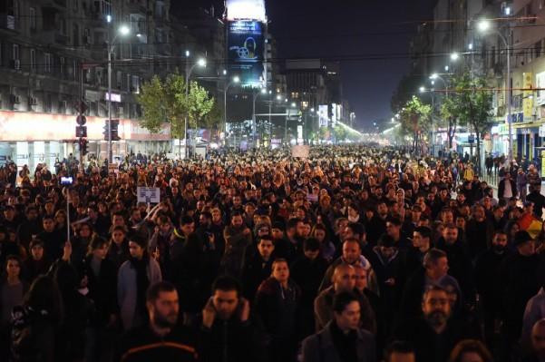 Foto: AFP / Daniel Mihailescu / Protesti za smjenu premijera