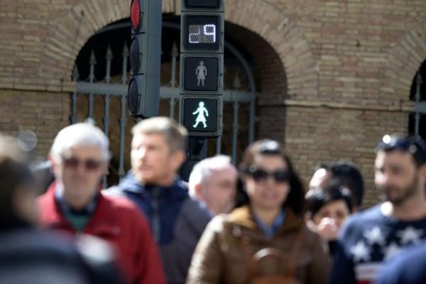 Foto: AFP / Jose Jordan / Rodno osjetljiv semafor u Španjolskoj