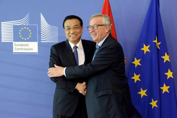 Foto: AFP / Thierry Charlier / Jean Claude Juncker i kineski premijer Li Keqiang