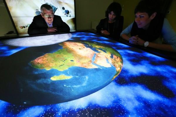 Foto: AFP / Francois Nascimbeni / Interaktivni stol francuskog centra za inovativnost pri Sveučilištu u Compiegnu