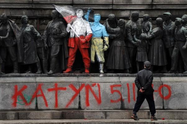 Foto: AFP / Nikolaj Dojčinov / Redovno vandalizirani spomenik Crvenoj armiji u Sofiji
