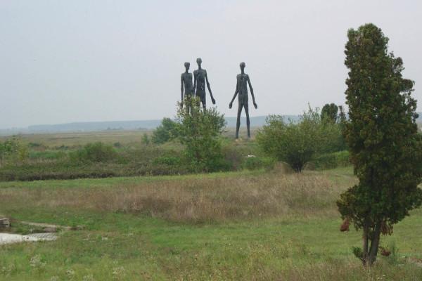 Foto: Wikipedija / Spomenik žrtvama racije kod Žablja