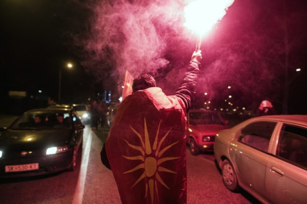 Foto: AFP / Robert Atanasovski / Postizborno slavlje pristalica VMRO-DPMNE-a. Decembar 2016. godine