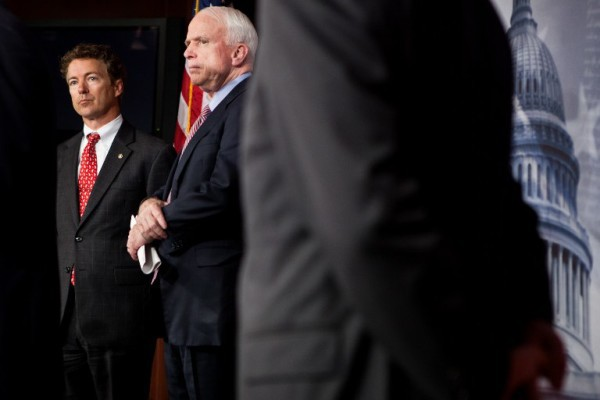 Foto: AFP / Getty Images North America / Brendan Hoffman / Rand Paul i John McCain