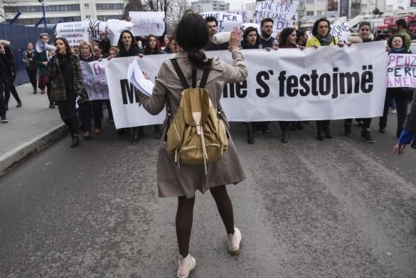 """""""Da sam dečko"""": nasilje nad ženama na Kosovu"""