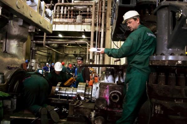 Foto: AFP / Ermal Meta / Radnik Kosovske elektroprivrede