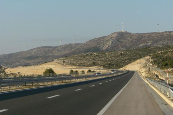 Foto: Wikipedia / Ante Perković / Brdo Trtar na autocesti A1