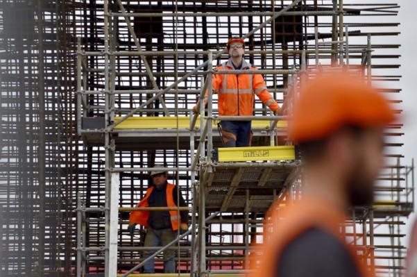 Foto: AFP / Loic Venance / Radnici grade betonsku konstrukciju koja će pridržavati vjetroturbinu smještenu u oceanu