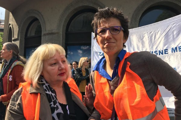 Foto: Facebook / Maja Sever i Elizabeta Gojan na prosvjedu novinara u Zagrebu