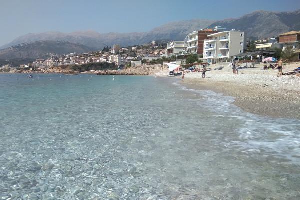 Čišćenje albanske obale za investitore
