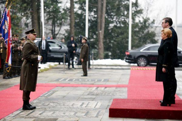 Mirotvorac Vučić i večito glavinjanje srpske politike