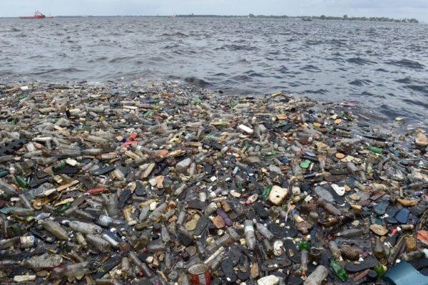 KLJUČAN JE POTROŠAČKI BOJKOT: Šta ćemo sa svom tom plastikom?