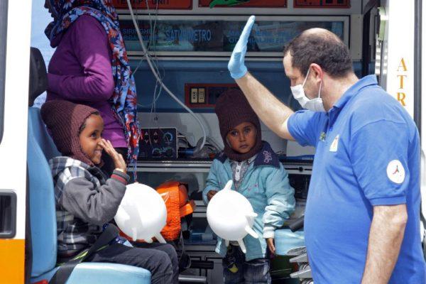 SOLIDARNOST JE KLJUČ: Gradonačelnica italijanskog grada sramnom odlukom migrantsku djecu ostavila bez obroka pa izazvala neviđenu akciju solidarnosti!
