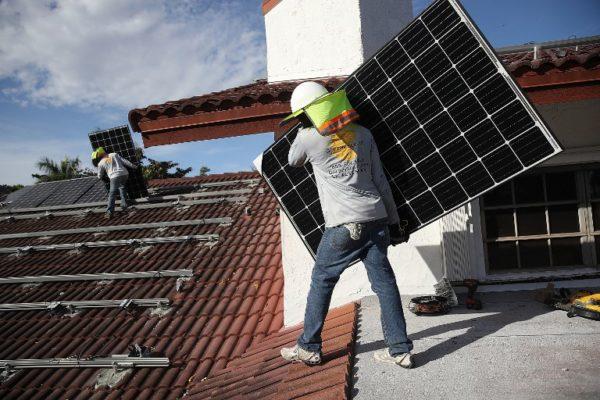 Svijetla budućnost za obnovljive izvore, još svjetlija za naftu i plin