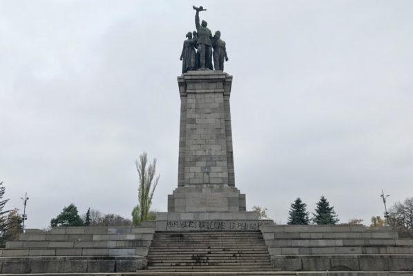 Nepoželjna antifa poruka na antifa spomeniku