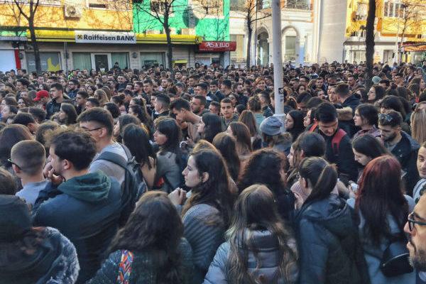 Albanski studenti na nogama