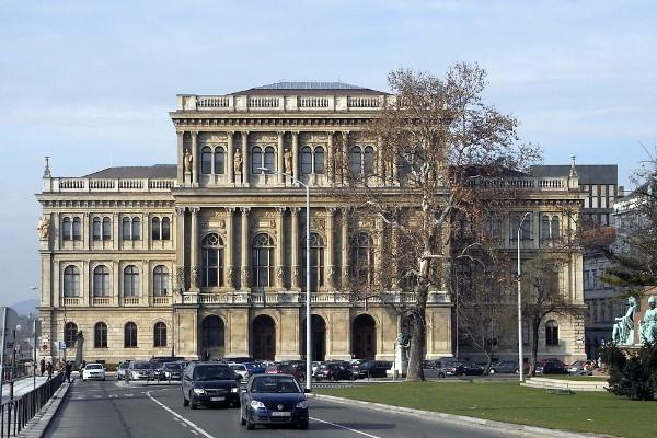 Dvostruki napad na mađarsku znanost