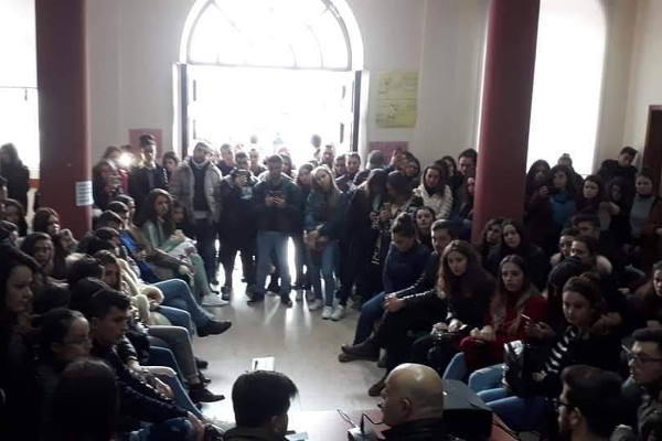 Albanski studenti blokiraju fakultete, danas se pridružuju profesori