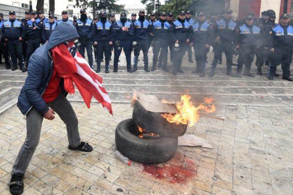 Erozija albanske demokracije