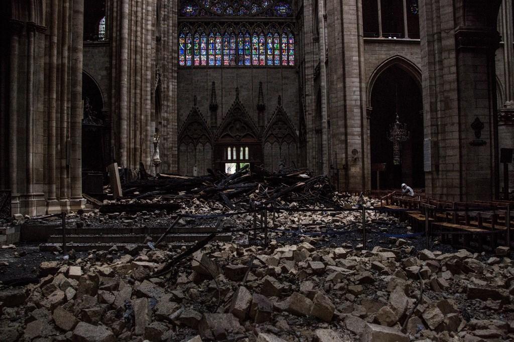 Zgarište katedrale: reklamni pano za milijardere