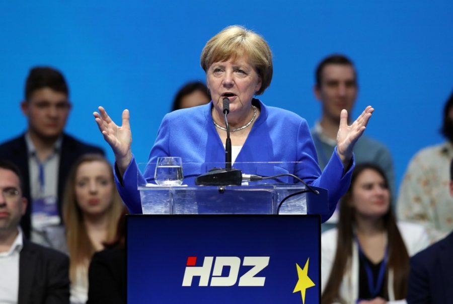Merkel kao politički kondom