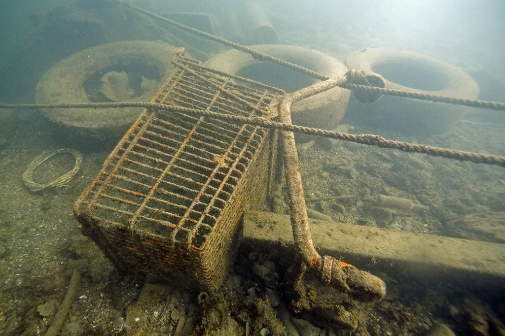 Dno Mediterana prekriveno tepihom od plastike