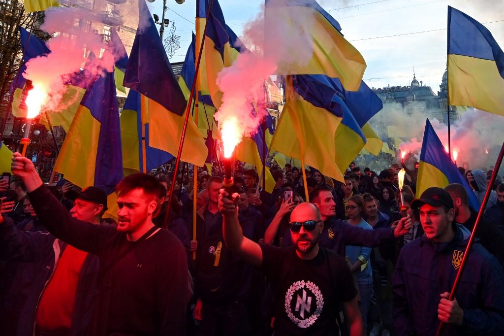 Tisuće desničara protiv mira u Donbasu