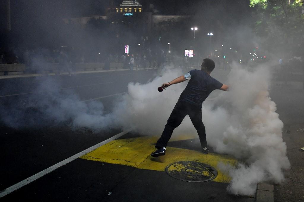 """Protesti u Beogradu: """"Ćale, ovo je za tebe!"""""""